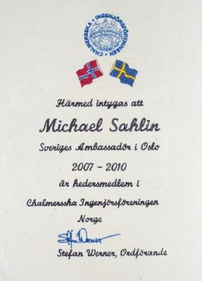 Syprojekt nr 127 Diplom till den svenske ambassadören i Oslo, Michael Sahlin, som han fick när han blev hedersmedlem i Chalmersska Ingenjörsföreningen Oslo.Man kan göra mycket med en broderimaskin...