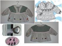 Syprojekt 128 Tunika i grått med vita/beige/grå ränder. Rosa kantband och knappar med hjärtan i metall, samt broderi på med engelsk konfekt (som råkade vara mottagarens favoritgodis).