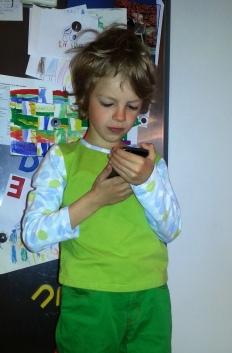 Syprojekt 208 Välkänt prickigt tyg tillsammans med rester av grönt tyg och Ottobre Creative Workshop blir en fin och go barntröja