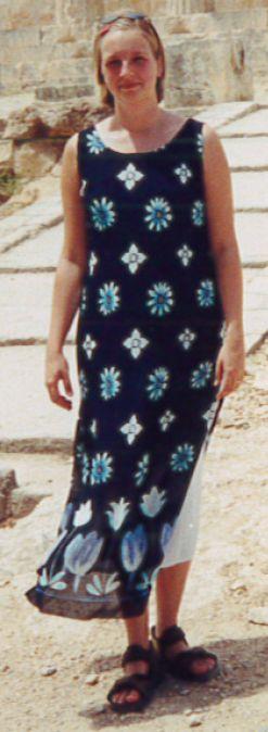 Syprojekt 31 Stor, luftig klänning i två lager; en vit under och en tunn ganska genomskinlig över. Har använt den otroligt mycket under åren sen jag gjorde den, en underbar sommarklänning.