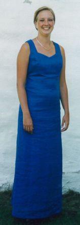Syprojekt 46 Mönster från STIL, tyg i kornblått linne. I ryggen är det ett dubbelkryss, väldigt snyggt.