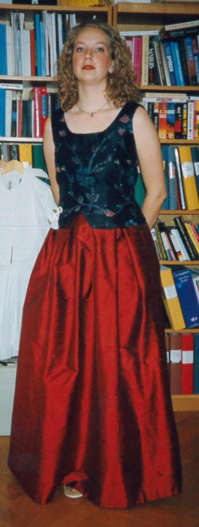 Syprojekt 7 Balklänning till nyårsfirande, mönster från STIL, sidentyger från Gårda Textil.