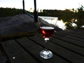 ...och gott vin nere vid bryggan