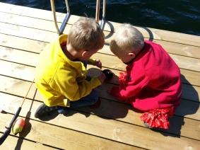 Fler fiskande barn, den här gången med Göstas spö