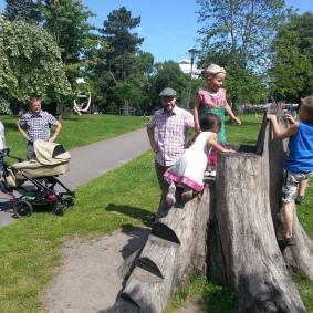 En halvdag i stan med Fredrik, Micke, Ella och familjens nytillskott - Atlas. Världens sötaste såklart.