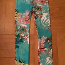 Syprojekt 260, leggings med hibiskusmönster till Adam. Mönster: Leggings nr 17, Ottobre 2011-1