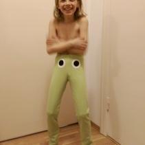 Syprojekt 259, Egendesignade leggings med ögon på. För att skrämmas tydligen. Mönster: Leggings nr 17, Ottobre 2011-1