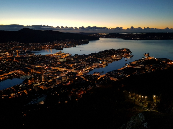 2016-11-02 Bergen by night.jpg
