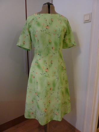 Syprojekt 45 Blommig grön klänning