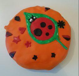 Tårta med nyckelpiga på