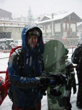 Som sagt...mycket snö. Folk såg efter några minuter i liftkön ut som att de hade stått ute i timmar; som små snögubbar
