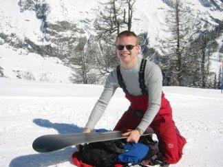 Glädjen över att få åka skidor kan bara mätas med glädjen att få spänna fast brädan på ryggsäcken och springa efter sin fru som försöker ta sig ner relativt oskadd