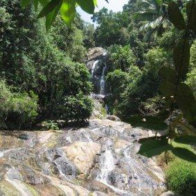 Det MAGNIFIKA vattenfallet...närmare än så kom man inte och mer än så var det inte. Det bästa var badet som kom längre ner.